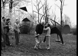 Alexander Calder installs Constellation at the Neumann home